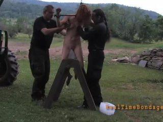 Tying în sus beauty pentru loony tortura