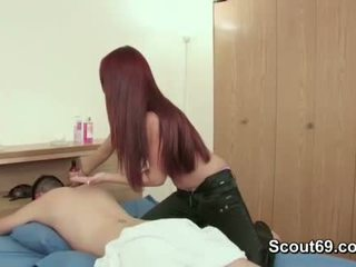 Step-sister séduit frère à baise son avec massage