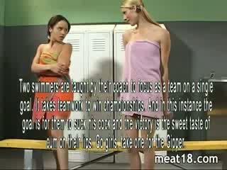 Two seksuālā tīņi noģērbšana kails pirms viņi nokļūt fucked un creampied uz the locker istaba