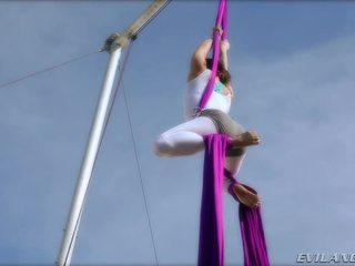 Belladonna keeps selbst im form doing aerial seide routines