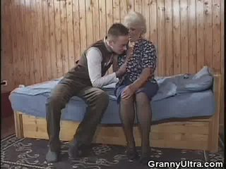 Granny gets Laid with a Younger Gent, Porn 3e