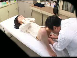 Spycam збочений лікар uses молодий пацієнт 02