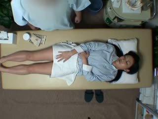 Spycam reluctant żona seduced przez masseur