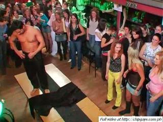 Sexy babes tanzen auf party video