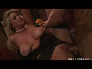Burvīgas breasty skaistule abbey brooks receives banged dziļi par viņai twat līdz a meaty shaft