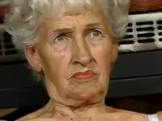 Matainas vecmāmiņa loves dildos
