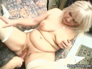 Sensuous Grandma Beaver Having Funtime