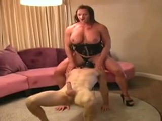 Female bodybuilder dominates man and gives him bukkake