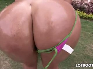 Cielo Shows Colombian Fat Ass. Lotbooty.com