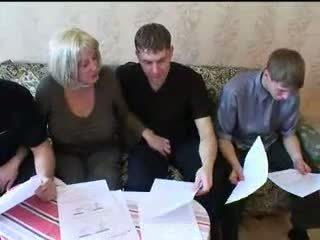 Мама і три sons гаряча сім'я секс оргія
