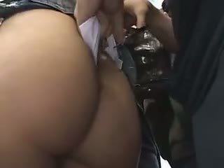 Plachý školačka reluctant vlak orgasmu