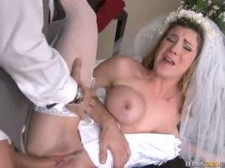 Breathtaking līgava kayla paige acquires viņai taut mitra vāvere stuffed ar stiff grūti dzimumloceklis