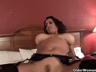 Krūtinga milf gets baigimas viduje