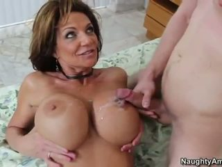 Deauxma gets analized