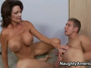 Hawt momma deauxma fills beliau miang/gatal mulut dengan an hebat thick meatpole