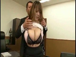 विशाल टिट्स जपानीस gets fondled