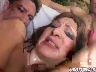 Shorty 和 tommy 治疗 他们自己 到 一些 sleaze 白 的阴户 和 屁股