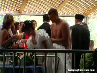 Elegant bitches tomar dicks em um casamento