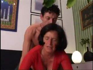 Giving бабичка а добър трудно dicking !