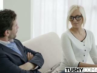 Tushy príťažlivé sekretárka kate england gets anál od zákazník