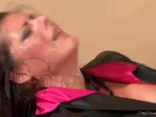 pissing, สาวสื่อลามกและคนในเตียง, เซ็กซี่พรในปากีสถาน