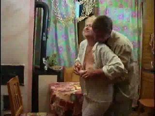 Dewasa rambut pirang telanjang dan forcing kontol turun dia throat video