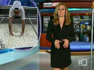 Naakt nieuws anchor reverse stripping