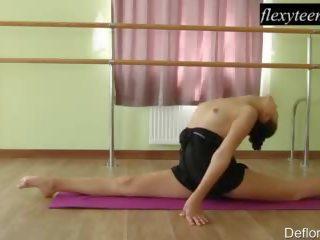 brunette, gymnast, solo girl