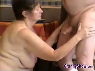 brunette, grote borsten, oma