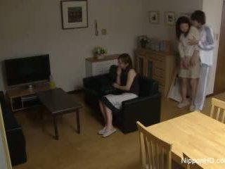 Japonez adolescenta takes o pula