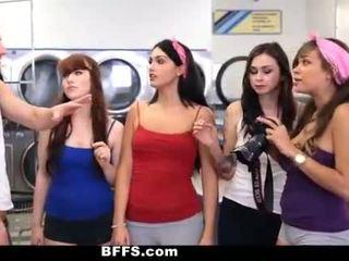 Bffs - college dziewczyny pieprzyć creepy guy sniffing majteczki