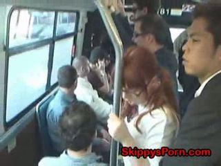 Japonais écolière finger baisée sur bus