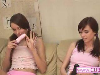 Lesbiennes vriendin toying samen