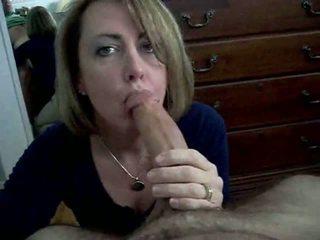 Mama sugand penis în timp ce guests dormind