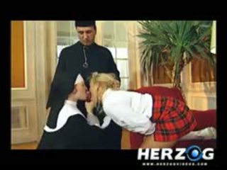 Bavarian istudyante at madre banged mahirap by priest