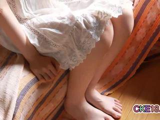 Peluda japonesa jovem grávida shaves dela peludos