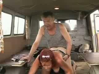Viejo homeless navegante pene drilling sexy pelirroja chica