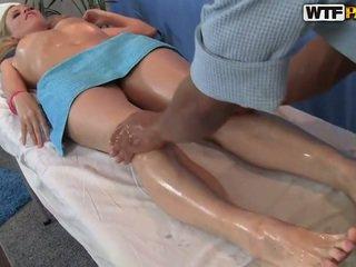 Ariana has sie smooth muschi massaged und bumped
