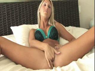 pornogrāfija, nude on her knees, girl plays with her self