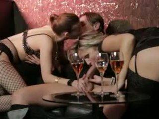 threesomes miễn phí