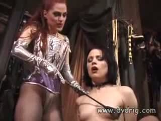 Lesbian Bitches Boo Dilicious Charlie And Lili Anne Form A Sex Chain Sticking Rubber Dildos In Each Others Cunt