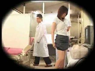 দুঃসাহসিক দ্বারা তার gynecologist
