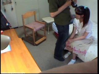 Innocent čiulpimas mergaitė gets sperma į burna