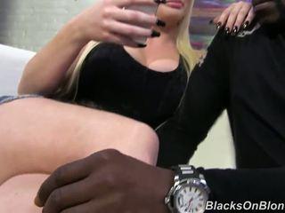 Hebat perempuan menawan alexis ford has got laid oleh besar hitam yonker