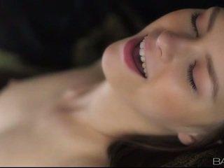 สวยน่าทึ่ง ถุงน่องรัดๆ ผู้หญิงสวย beata undine railed