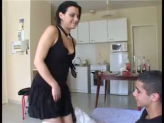 Il prend la fille par pārsteigums et ejacule dans sa chatte