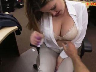 Foxy besar payudara bisnis wanita screwed naik untuk uang