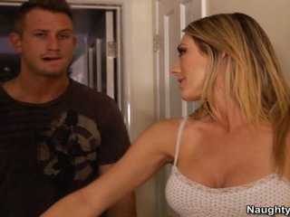 Amber Ashlee Is A Smut Neighbor Who Has Loud Orgasms