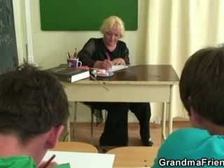 Two studs γαμώ γριά σχολείο δάσκαλος