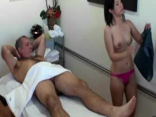 Asyano masseuse supsupin titi para kanya client